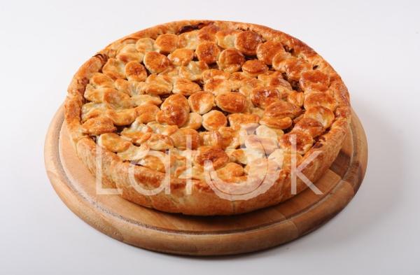 Пирог с капустой и колбасками